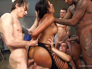 Жесткое групповое порно анал