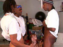 порно девушку заставляют сосать члены
