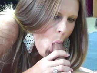 Порно минет кончил на лицо